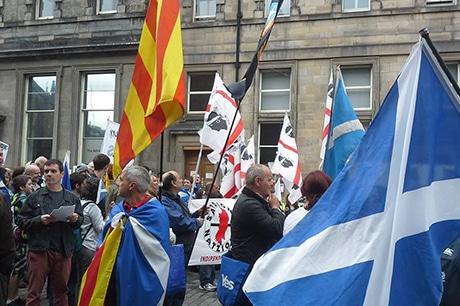 «Yes Scotland» : des milliers d'écossais dans les rues d'Edimbourg