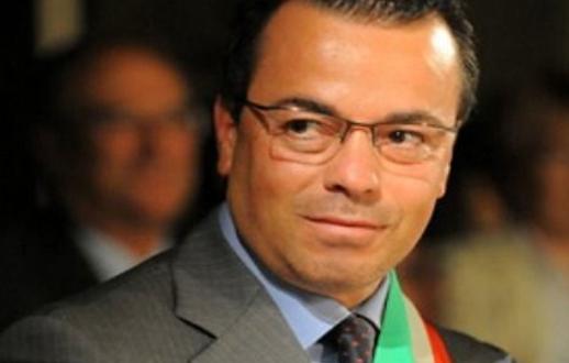 Italie. Un député se peint en noir pour dénoncer le racisme «à l'envers»