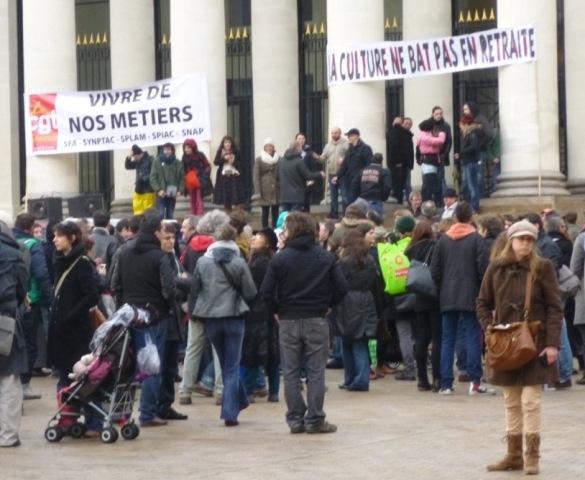 Nantes. Les intermittents du spectacle se rassemblent place Graslin