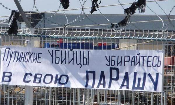 """""""Tueurs de Poutine, barrez vous dans votre chiotte russe""""..."""
