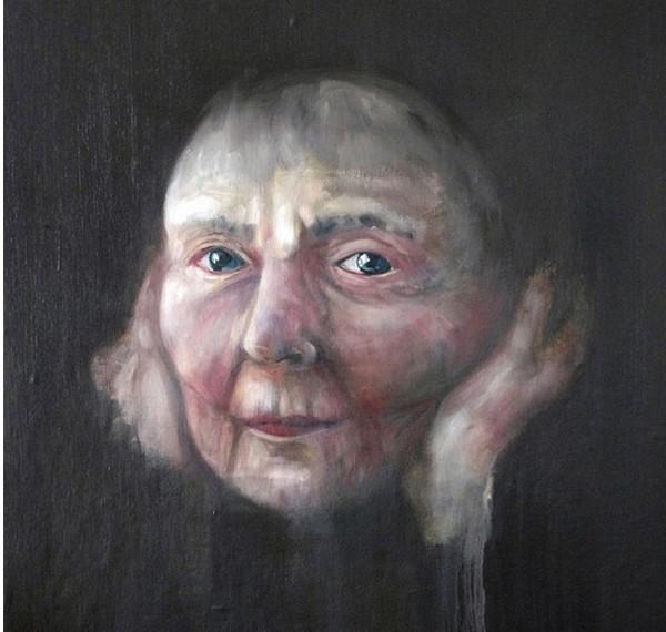 Marie L'Houtellier. Le visage peint de cette vieille femme inspire une mystérieuse confiance dans son regard.