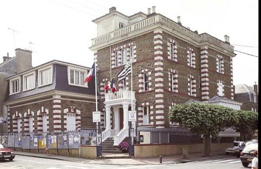 Bretagne (B5). Quelle mairie arbore le Gwen Ha Du ?