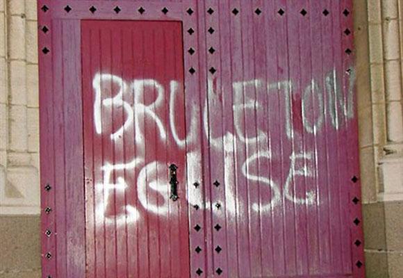brule_ton_eglise.jpg