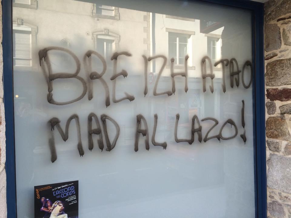 Quimper. Des « antifas » s'attaquent à un salon de tatouage.