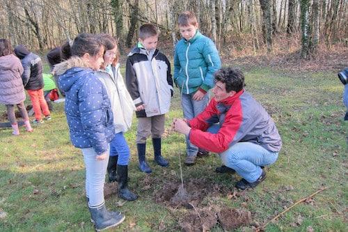 Brec'h. Les écoliers brechois ont planté 300 arbres, jeudi 19 mars