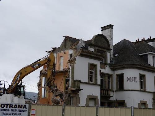 Pluméliau. La démolition de la mairie suscite une forte polémique