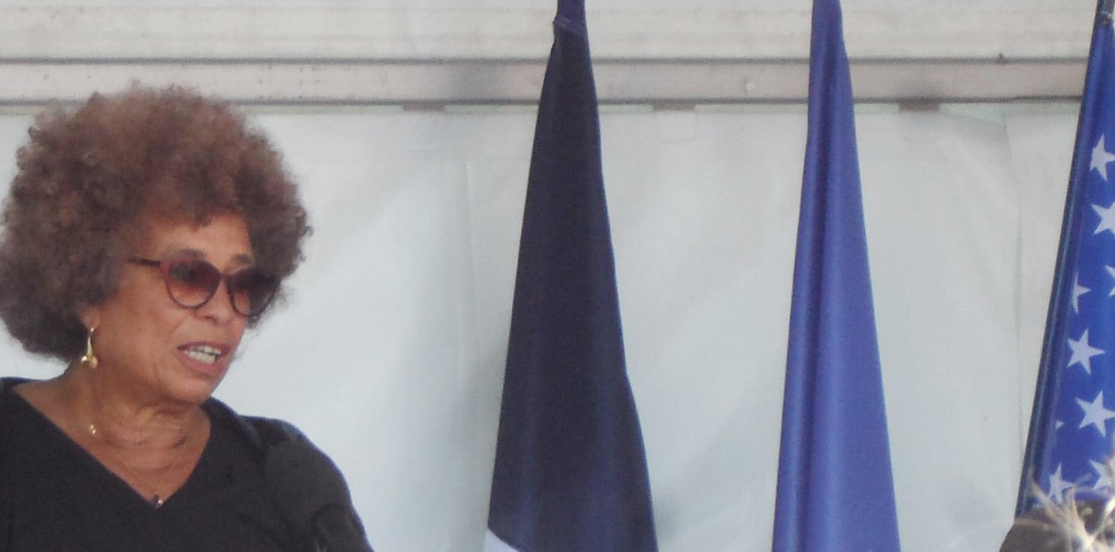 Angela qui ? n'a pas attiré les foules auAngela qui ? n'a pas attiré les foules au Mémorial de Nantes Mémorial de Nantes