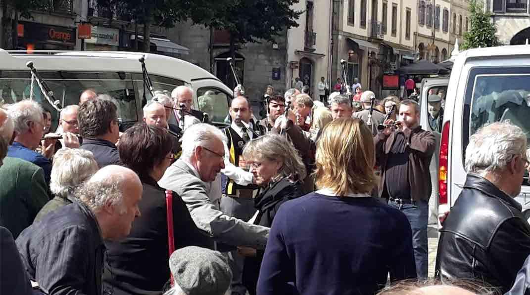 Quimper. De nombreuses personnalités bretonnes rendent un dernier hommage à Jean-Yves Cozan [vidéo]