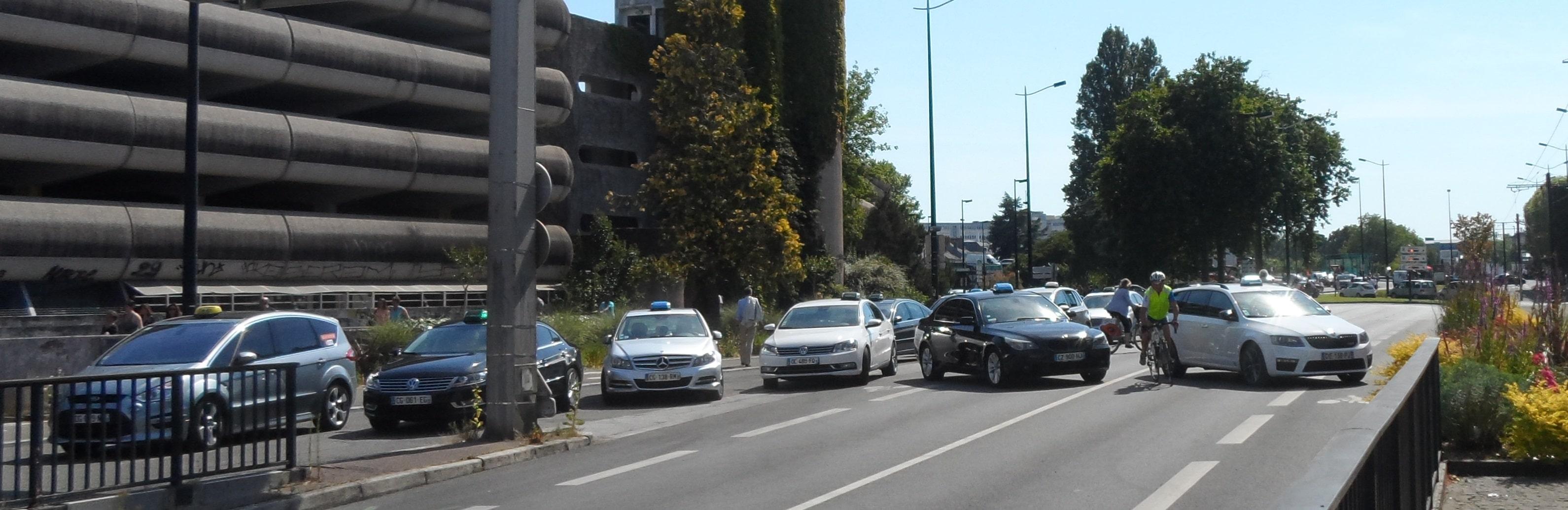 Les taxis perturbent lourdement la circulation à Nantes