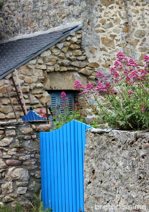 le bleu bretagne un bleu qui se marie avec la pierre bretonne bretonnissime. Black Bedroom Furniture Sets. Home Design Ideas