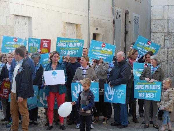 Soulager mais pas tuer mobilise 2000 personnes en France contre la loi sur la fin de vie