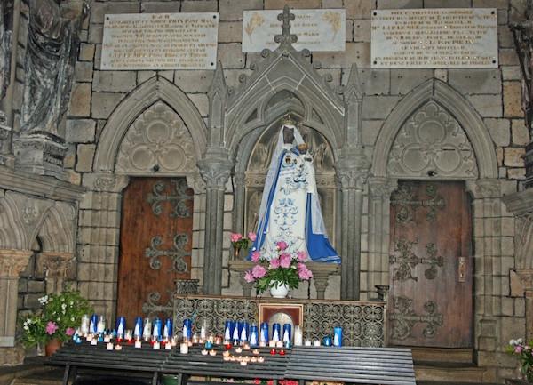 Christianophobie à Guingamp. La statue de la vierge Marie incendiée
