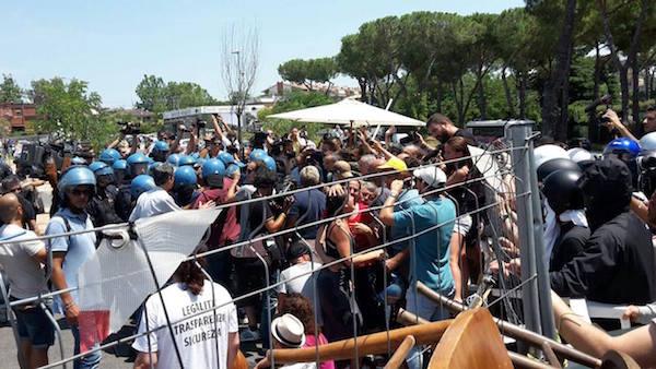 Rome. Mandat d'arrêt contre des militants de Casapound opposants à l'immigration