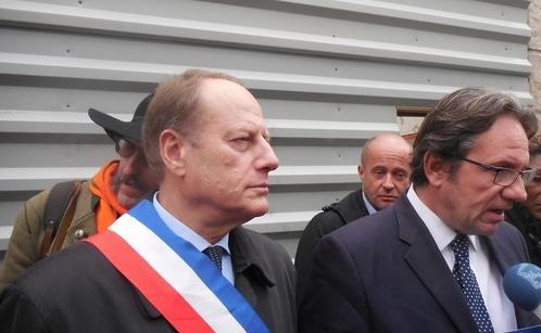 Philippe Goujon et Frédéric Lefebvre. Les deux députés militent pour la préservation de l'église Sainte Rita