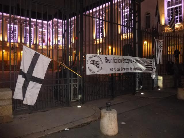 Nantes. Mme Rolland est fâchée avec le drapeau breton