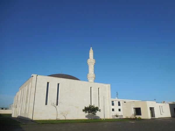 Financement des mosquées : Nicolas Dupont-Aignan veut une commission d'enquête parlementaire