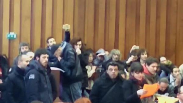 Brest. Extrême gauche et immigrés interrompent le conseil municipal. Silence de la droite