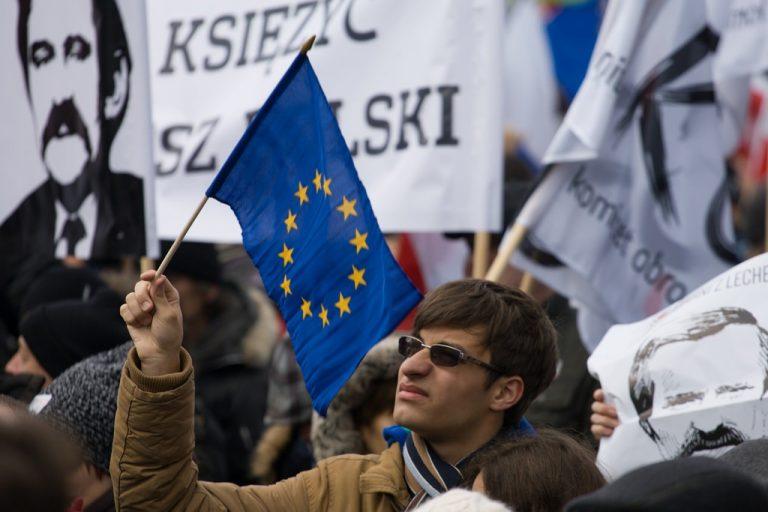 La révolte des élites contre le peuple en Pologne : mensonge de la presse à propos des manifestations d'opposition