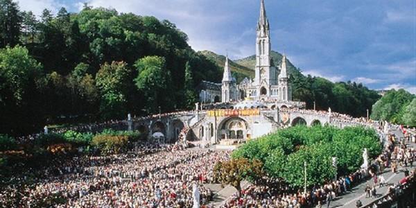 Cazeneuve contrôle la sécurité de Lourdes ce samedi