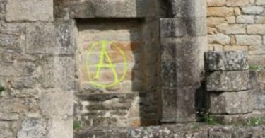 tags_anarchistes_pont_labbe