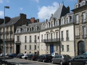 Laurent Obertone. La ville de Quimper condamnée pour refus de louer une salle à l'association Breizh-info