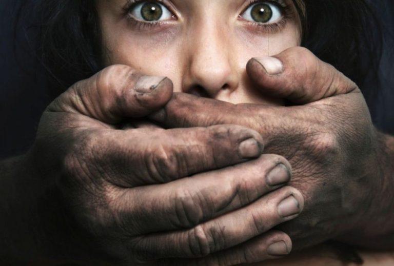 Agression sexuelle à Arzon : scandale chez Hanouna, omerta chez les migrants !