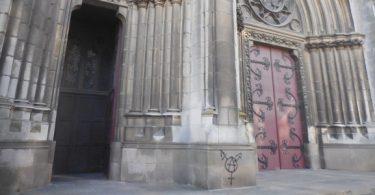 nantes_tags_anarchistes_eglise_saint-clement