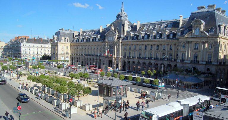 Rennes. Il avait retiré 600 € avec deux cartes bancaires volées