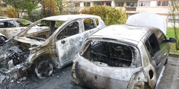 nantes le bilan des voitures incendi es lors du r veillon. Black Bedroom Furniture Sets. Home Design Ideas