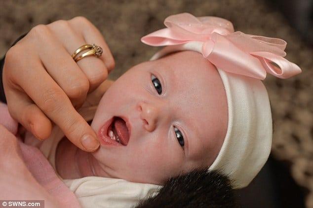 Angleterre. Un bébé né avec deux incisives : la maman inquiète pour l'allaitement . [Insolite]