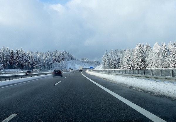 Route enneigée : quelle couverture en cas de panne ou d'accident ?