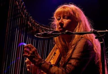 1280px-Photo_-_Festival_de_Cornouaille_2012_-_Loreena_McKennitt_en_concert_le_26_juillet_-_037