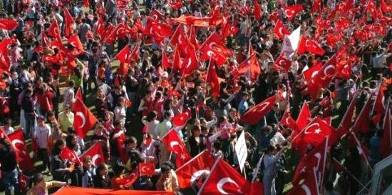Crise diplomatique entre les Pays-Bas et la Turquie. Des Turcs néerlandais manifestent.