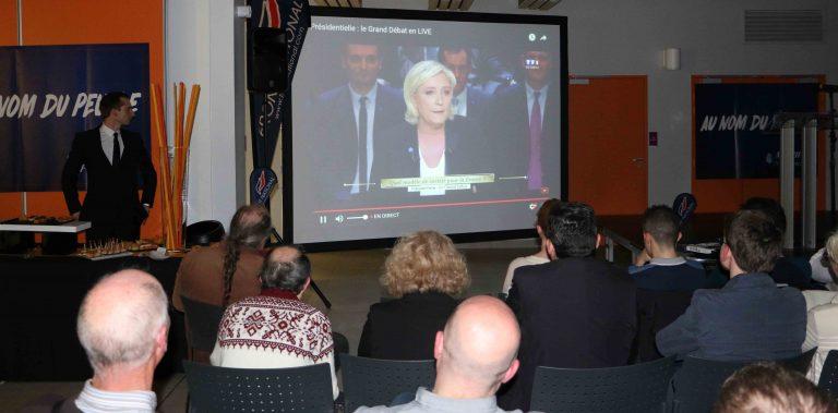 Débat de TF1. Chez les militants du FN 44 : Hamon et Macron hués, Marine Le Pen acclamée