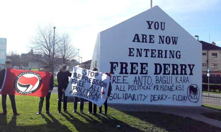 Derry. Des antifas taguent le mur d'entrée du Bogside (Free Derry Corner)