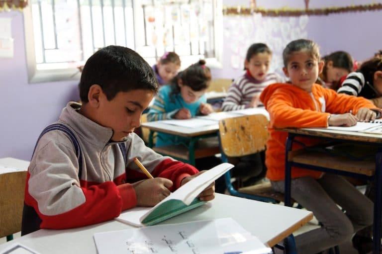 Interdiction de l'école à la maison. Des familles en colère