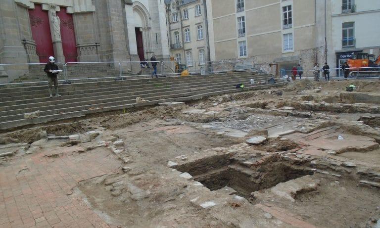 Archéologie à Nantes : fouilles devant Saint-Nicolas