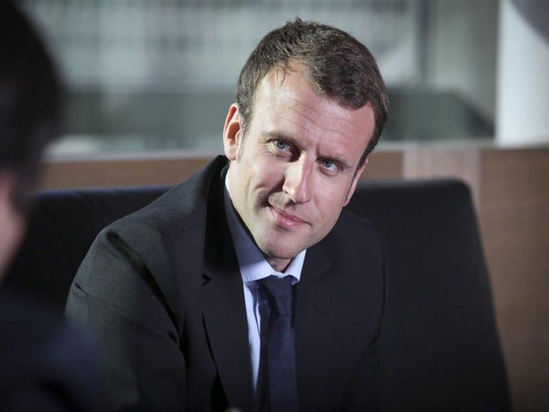 L'équipe de Macron tresse des lauriers à Le Drian