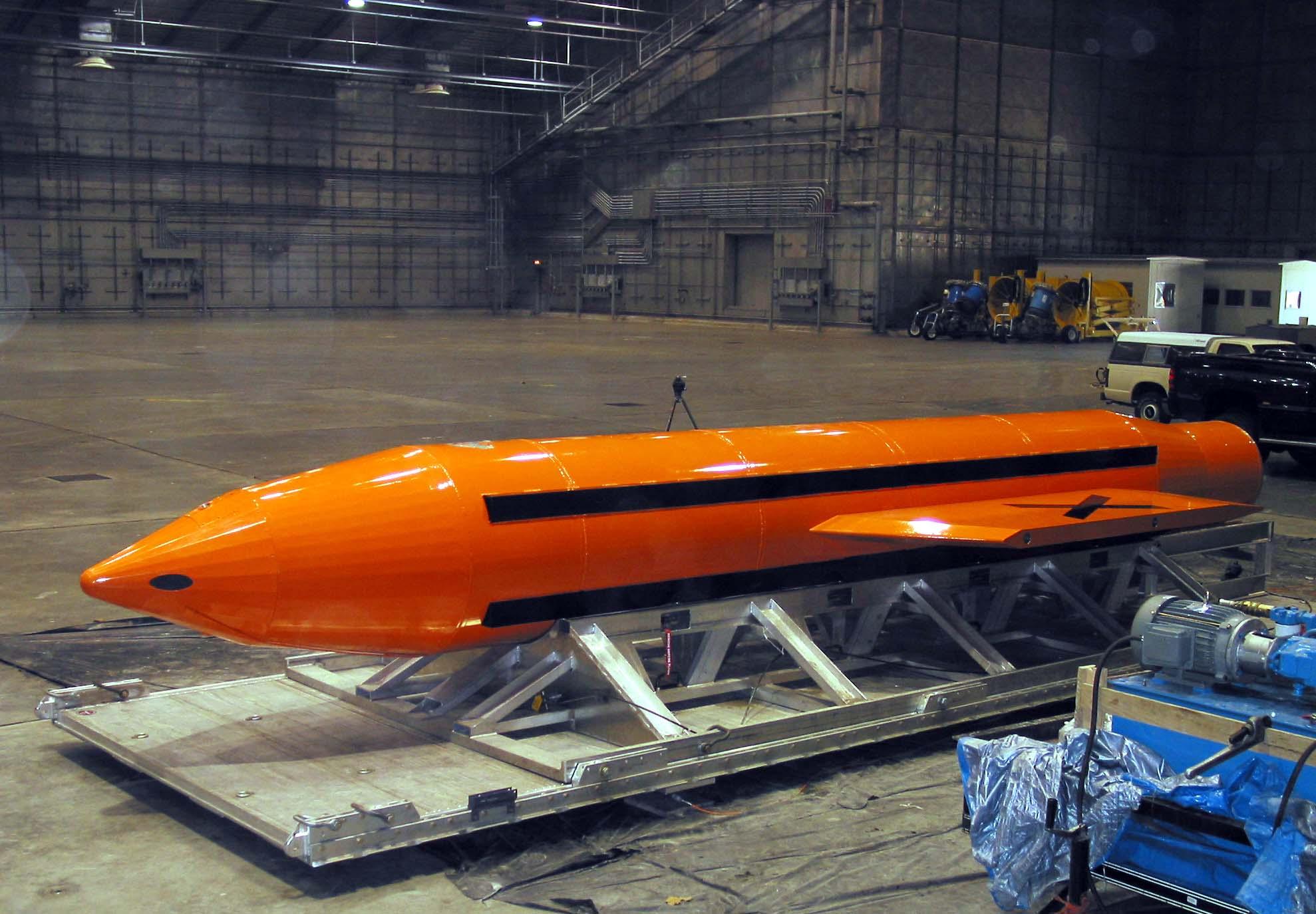 MOAB Bretagne bombe Trump