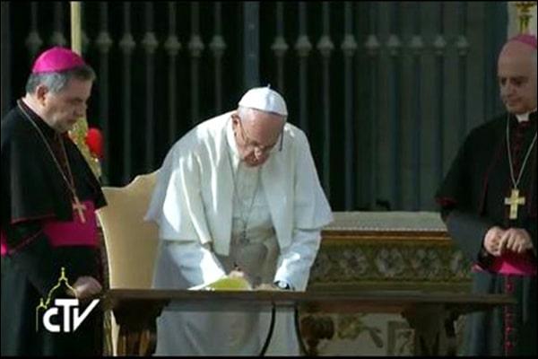 Le Pape autorise les prêtres de la Fraternité Saint-Pie X à célébrer des mariages