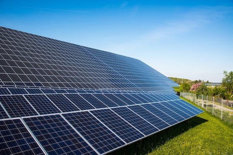 Photovoltaïque et gâchis écologique : un ingénieur répond à Michel Gay