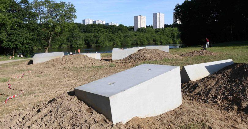 Nantes promeneurs et zadistes tous unis contre les blocs de l 39 erdre - Bloc beton pour talus ...