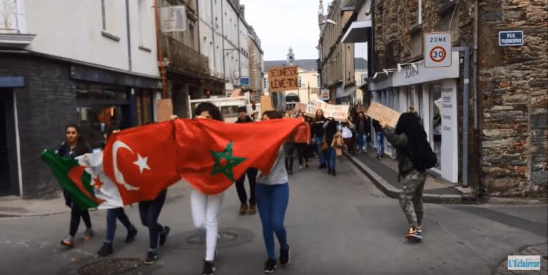 Châteaubriant (44). Des lycéens manifestent contre le Front national
