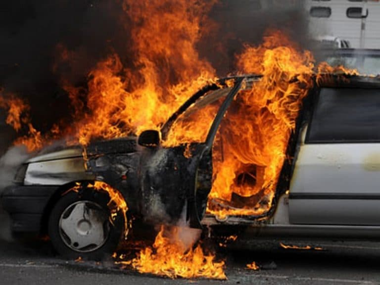 Brest. Des véhicules incendiés et des tirs de mortier pour la « Fête nationale »… [Vidéo]