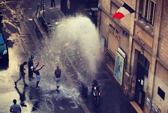 Restriction d'eau et bouches à incendie ouvertes  : hypocrisie et impuissance de l'État