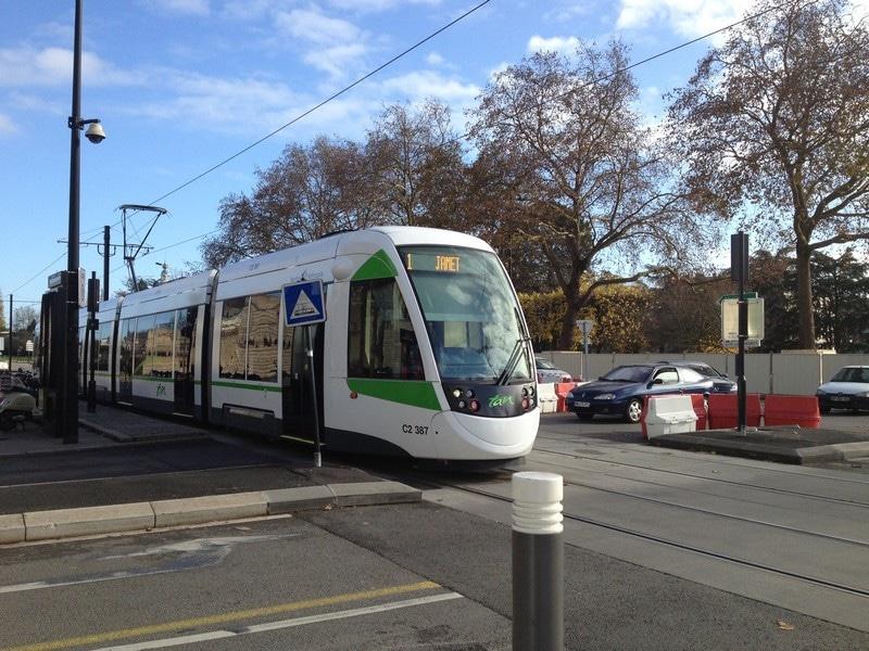 Un homme mortellement poignardé dans le tramway — Nantes