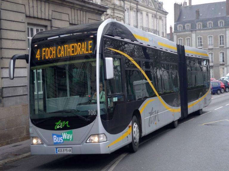 Naoned: «Bevañ asambles» en tram
