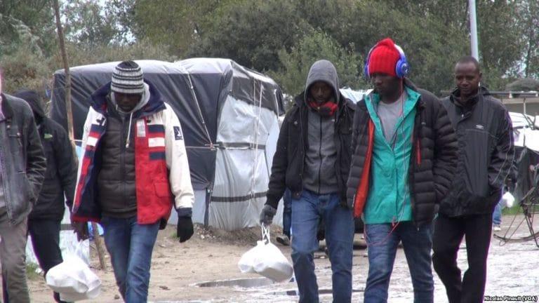 Rennes. Les associations immigrationistes réunies contre l'enfermement des migrants