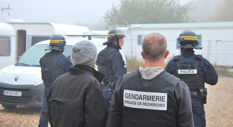 Gendarmes Gendarmerie Gens du voyage Camp