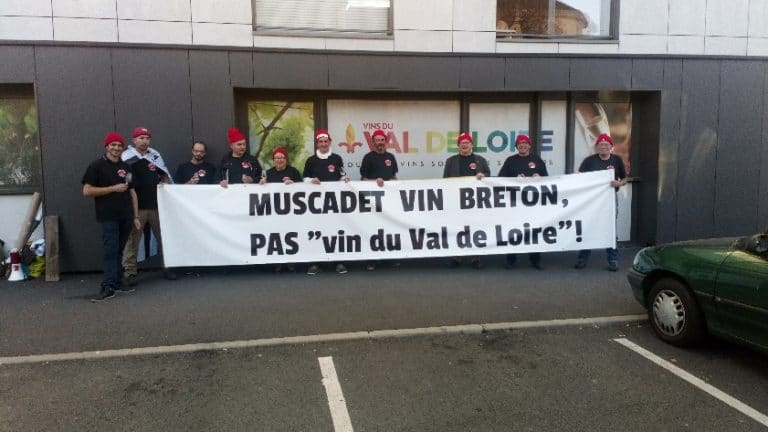 Tours. Occupation des locaux d'Interloire par les Bonnets rouges pour défendre le vin breton
